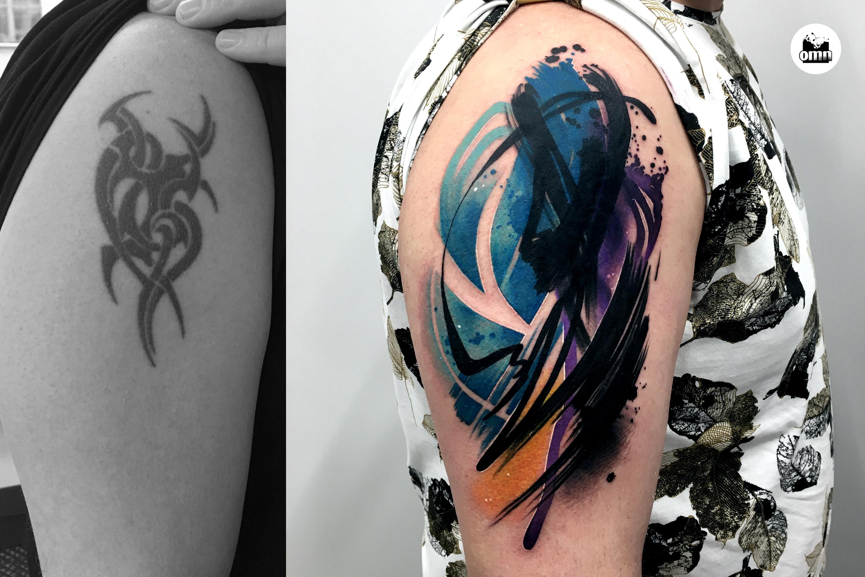 Zakrycie tatuażu tribala na ramieniu