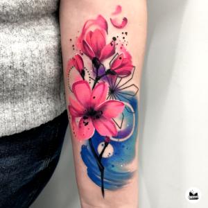 Ile kosztują tatuaże - tatuaż kwiatów magnolii