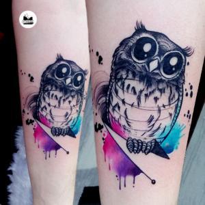 Popularne motywy - tatuaż akwarelowy słodkiej sowy