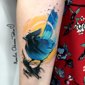Niebieski tatuaż akwarelowy ptaszka