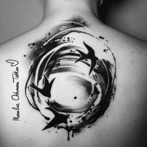 Tatuaż malarski czarny trzy ptaki w okręgu