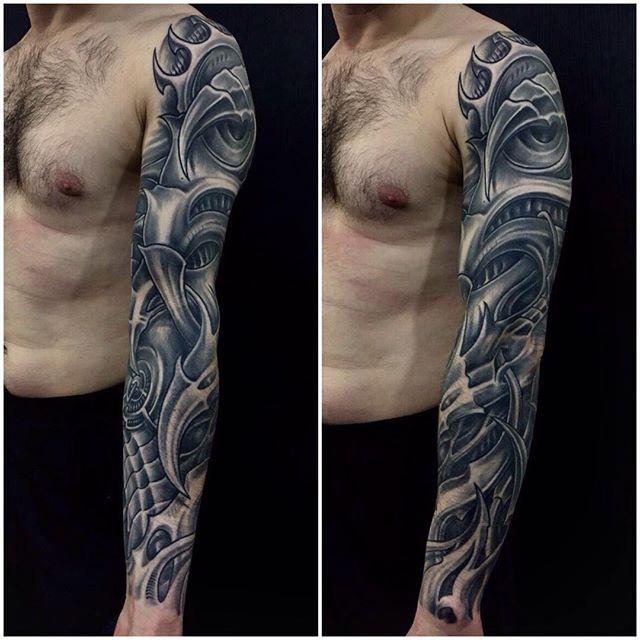 Style w tatuażu - tatuaż biomechaniczny