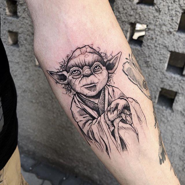 Różne style w tatuażu - tatuaż szkicowy