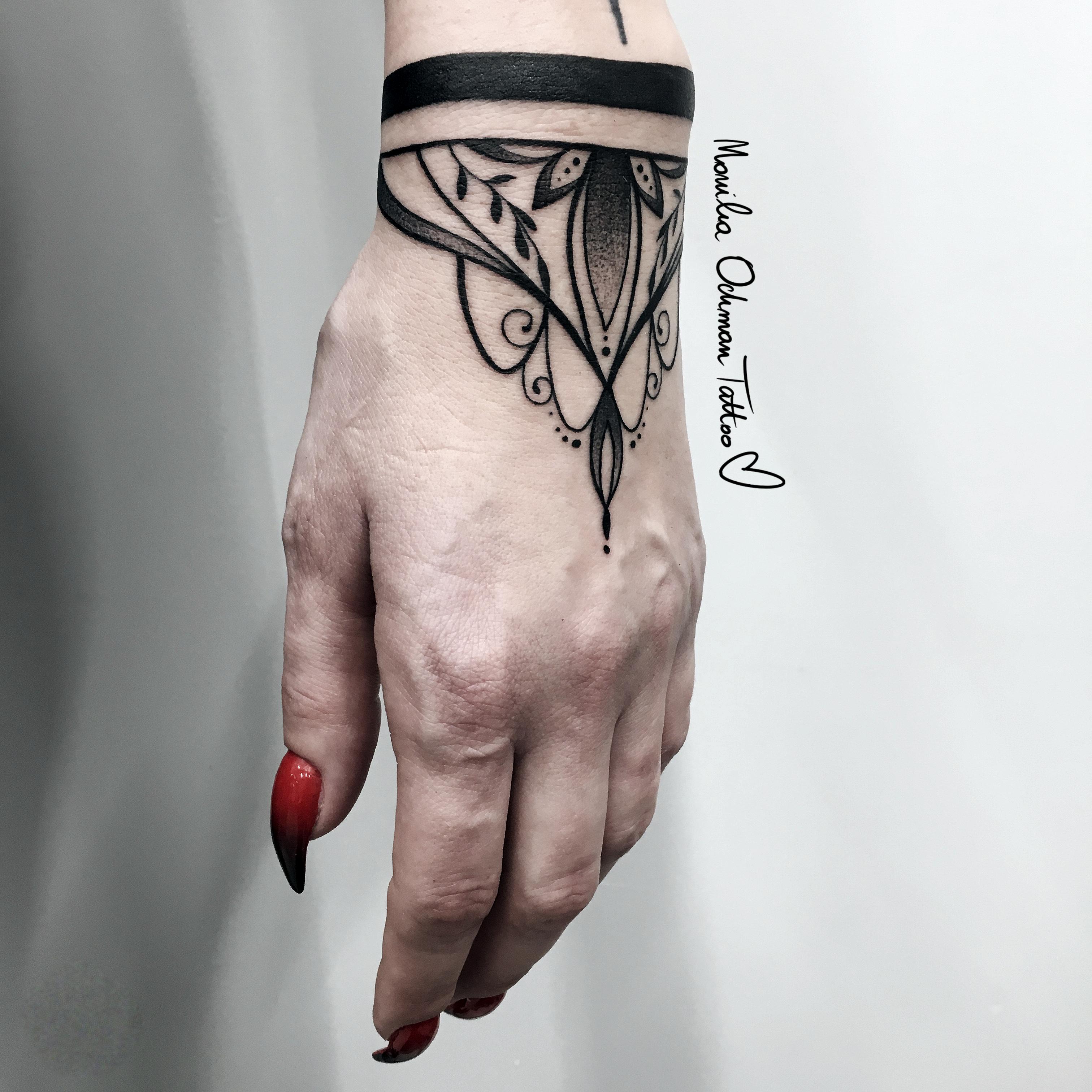 Style w tatuażach - tatuaż linework ornament